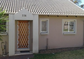 Gauteng 1610, 2 Bedrooms Bedrooms, ,1 BathroomBathrooms,Townhouse / Cluster,For Sale,2637
