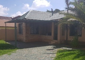 Lenasia, Gauteng 1820, 6 Bedrooms Bedrooms, ,3 BathroomsBathrooms,House,For Sale,3251